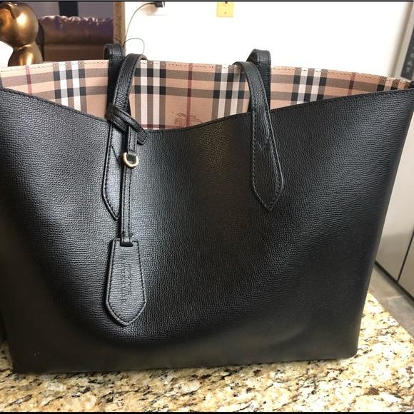 05584db2e4d5 Burberry Handbags - Burberry reversible tote